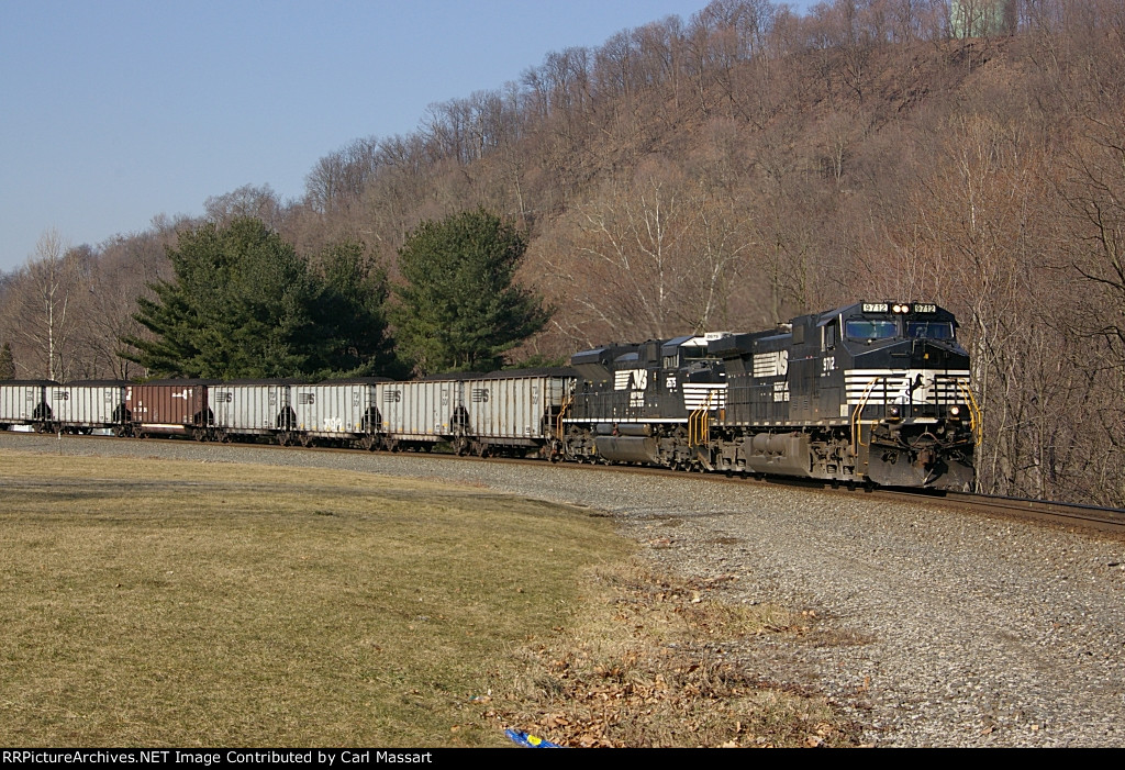 NS 9712 leads a coal drag around the Hyde Park horseshoe curve