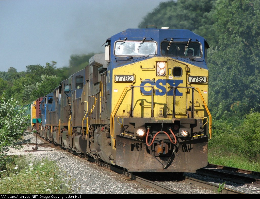With 7 units leading the way, Q643 throttles up to attack the hill heading out of town