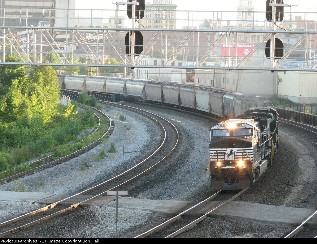 NS 9917 rolls 51R towards Lafayette Junction