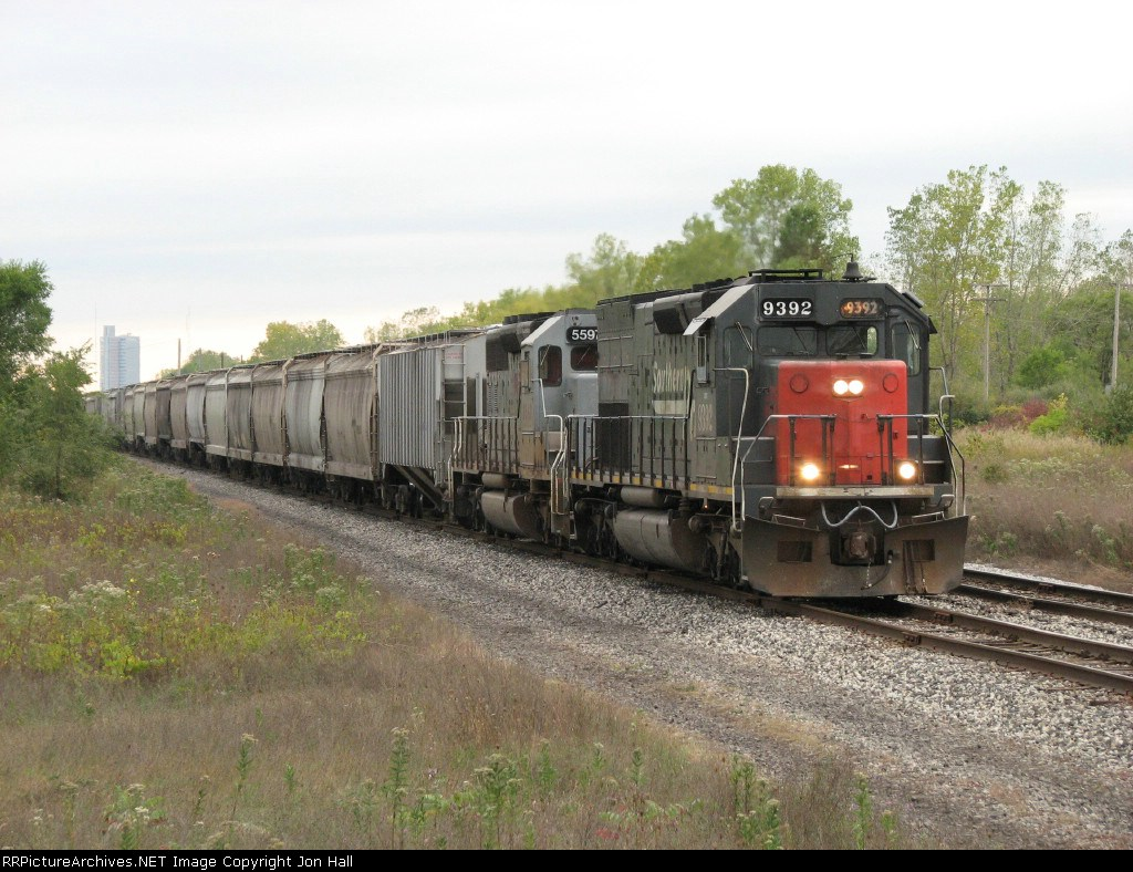 CEFX 9392 starts pulling east with FWLI