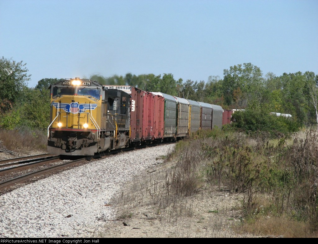 UP 4379 accelerates west down the Huntington with 171