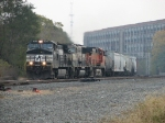 NS 9408 leads two BNSF units west with 33G