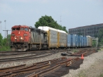 CN 2401 & GTW 5941 move M393 westward through CP437
