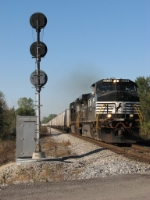 NS 9174 leads 252 past the EB signal for the diamonds