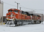 Brand new BNSF 9135 sitting with 6071