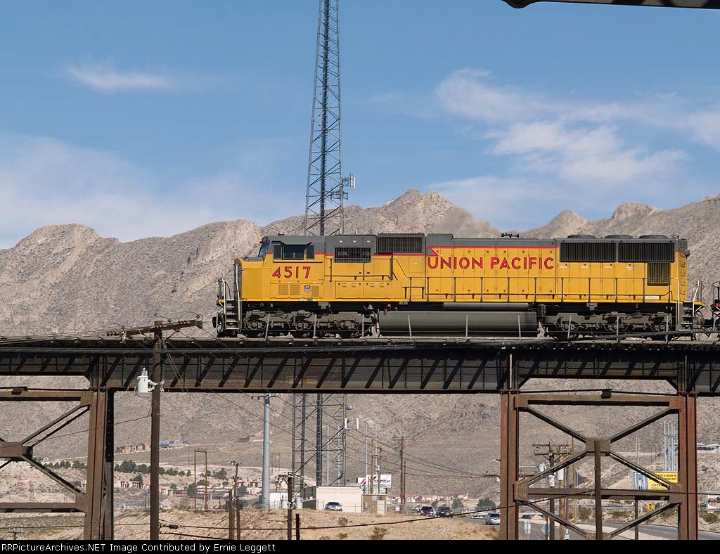 UP 4517 leads a WB manifest at 12:44pm