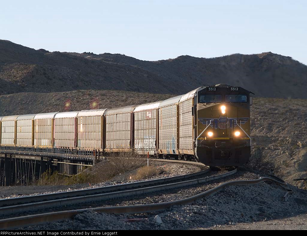 UP 5512 leads an EB empty autorack at 4:33pm