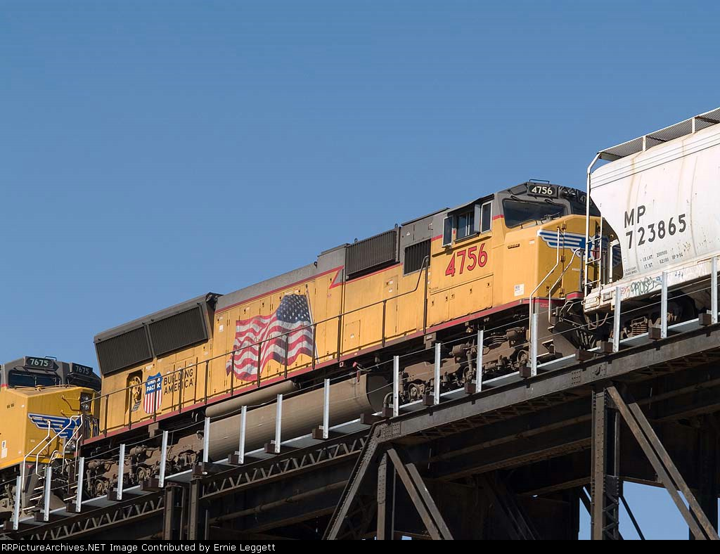 UP 4756 #1 DPU in a WB manifest QWCEW (West Colton, CA - Englewood, TX at 12:12pm