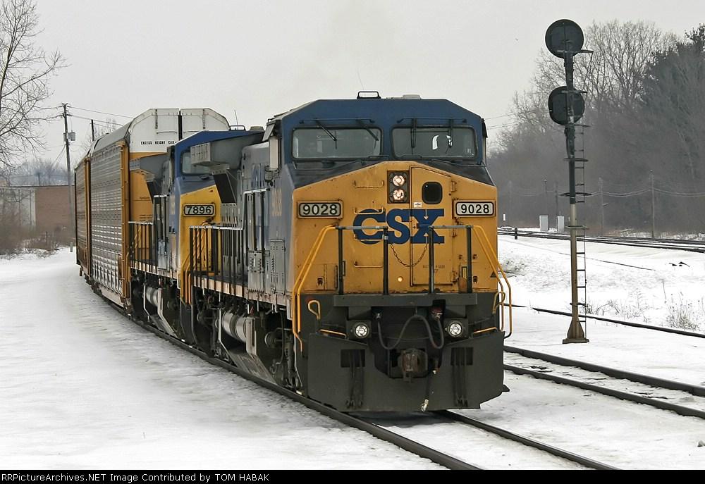 CSX 9028 on Q290-10
