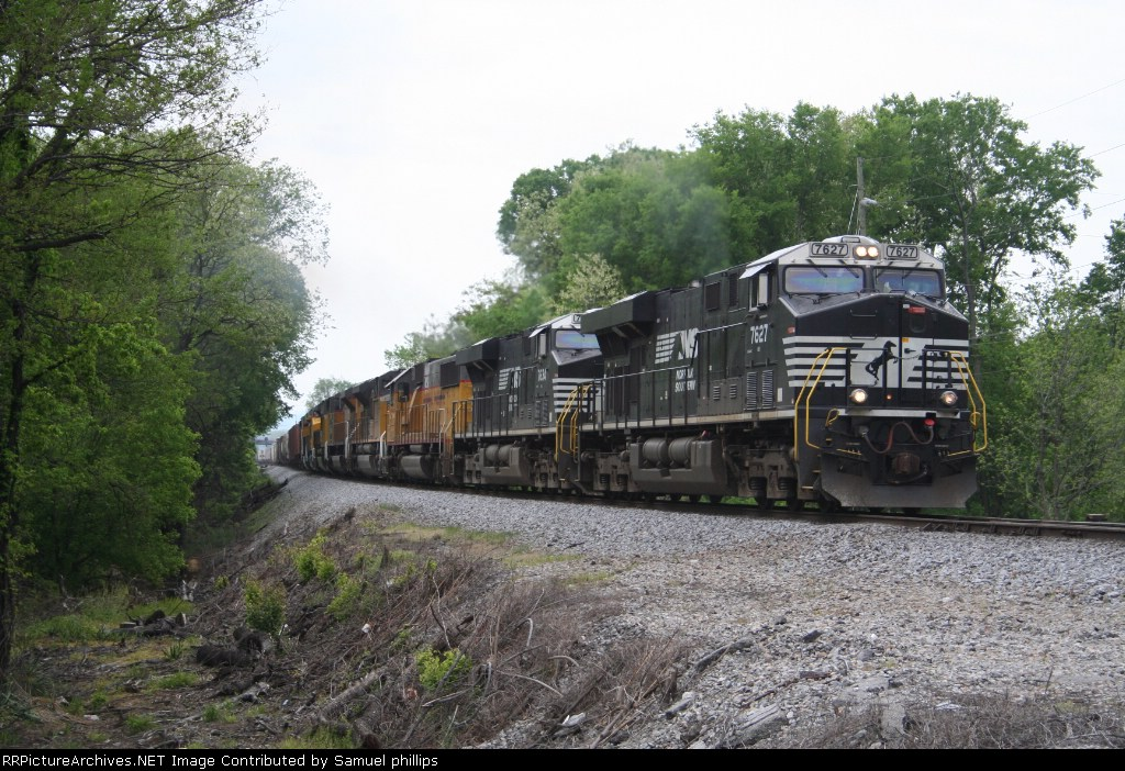 17M with three UP SD70ACes,one XUP SD60,two brand new UP ES44ACs