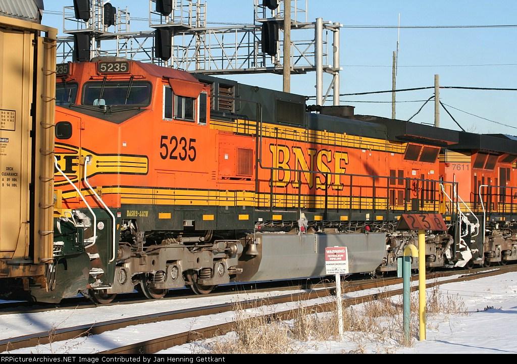 BNSF 5235