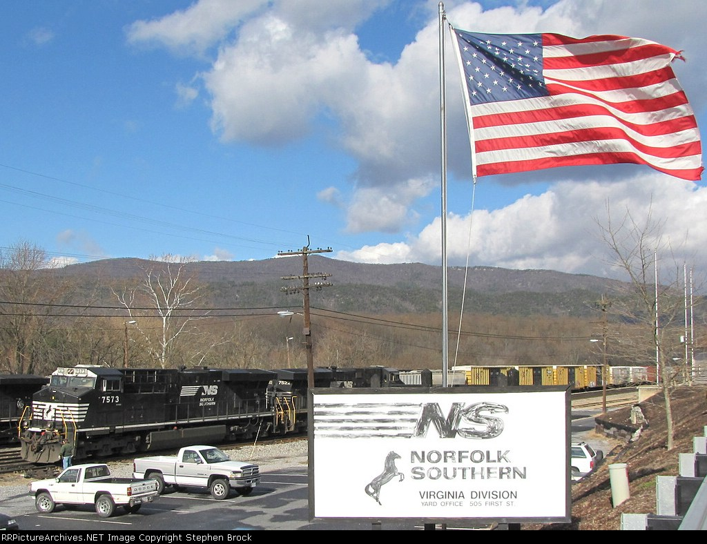 """VSO1 works at adding some additional cars to the NB 38Q as """"Old Glory"""" shows her beauty in the wind"""