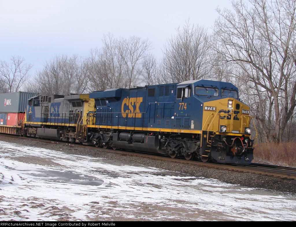 CSX 774 EB at CP 382