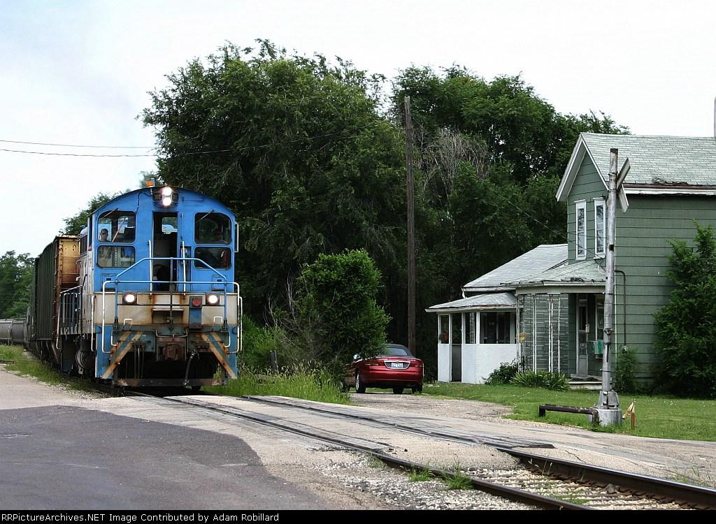 TZPR 702 rolls on old Rock Island RoW near downtown
