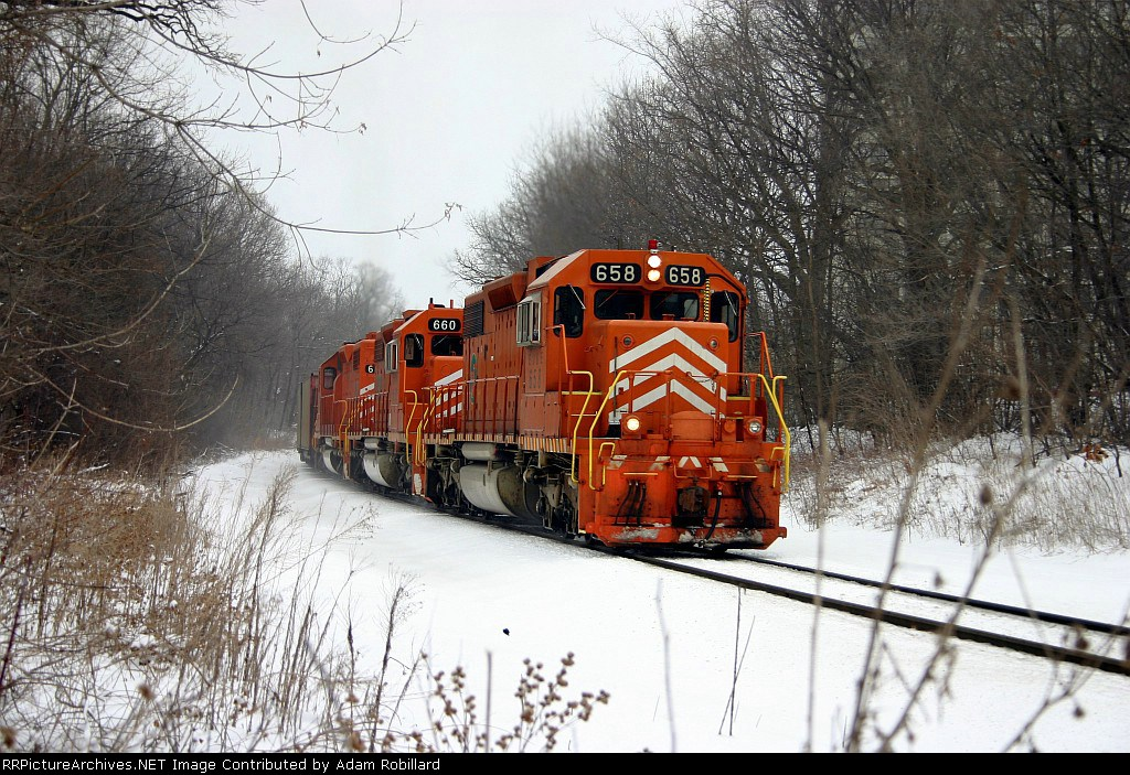 EJE 658 leads a loaded State Line Coal train through Orphan's curve