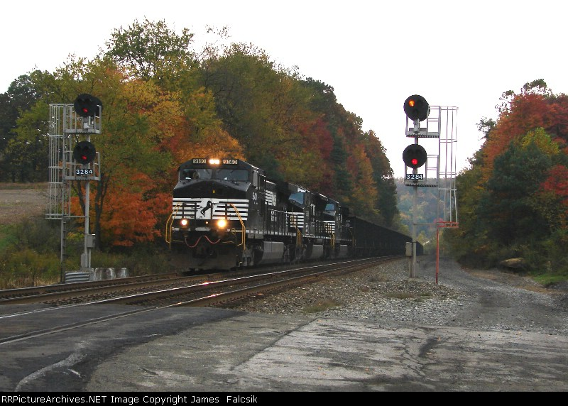 NS 9140 and another empty coal train