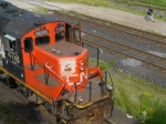 CN 4118 - NOTE THE IDIOT ON THE TRACKS
