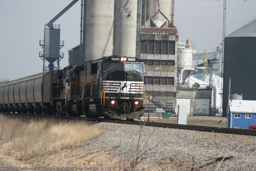 NS grain train at Illinois Grain