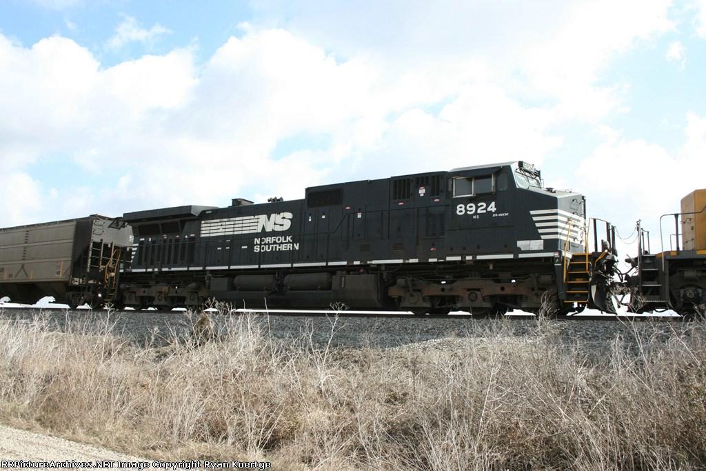 NS 8924