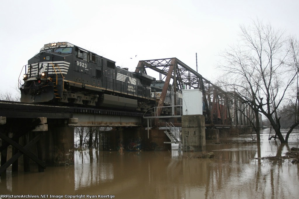 WB NS 9923 crossing the Wabash River