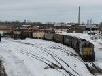 Z118 shoves a dozen covered hoppers back into the yard