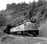 Empire Builder at Tunnel 4