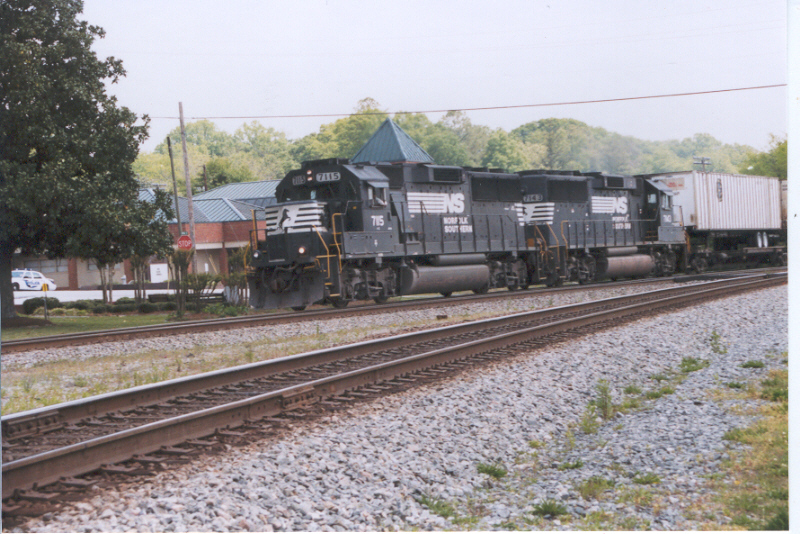 NS GP60s 7115 and 7143