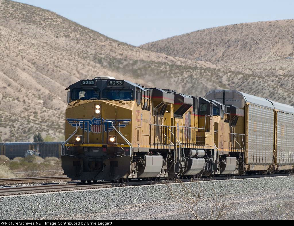 UP 5253 leads a WB autorack at 12:26pm