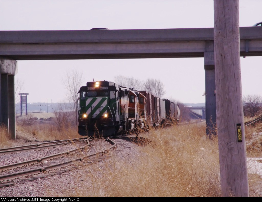 BNSF Units & Cars Under Overpass