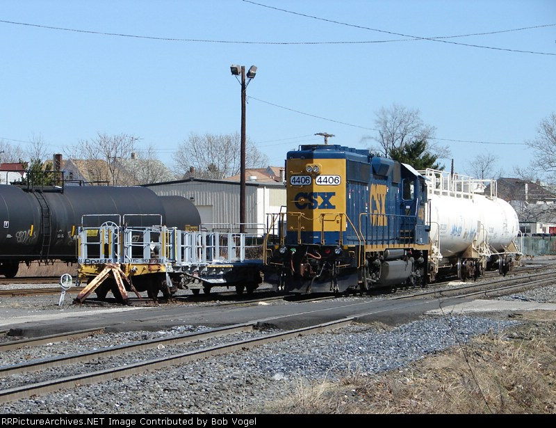 CSX 4406 and NYC 901028