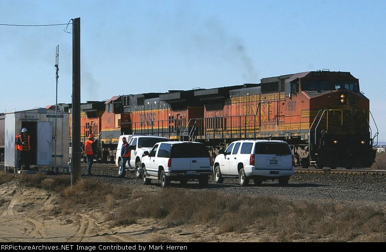 Three Signal Maintainers & the BNSF 897 East