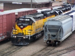 DAIR 4027 Passes Freight in the BNSF Yard on its Way to Sioux City, IA