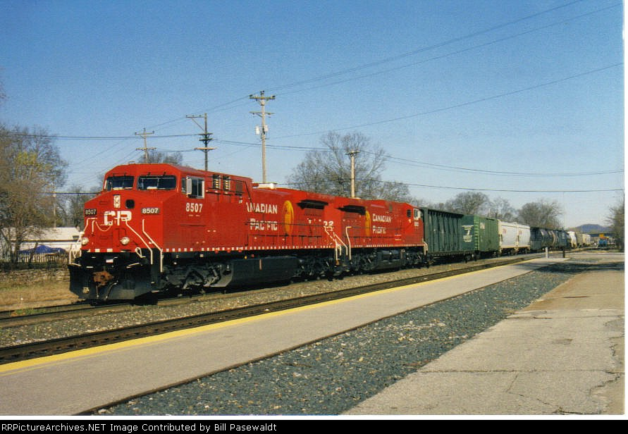 CP 8507 leads a Westbound