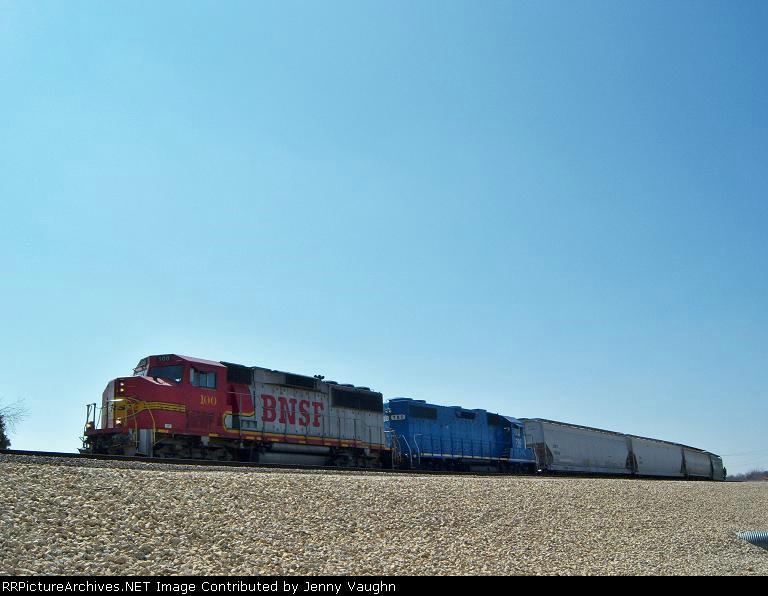 BNSF #100 & EMDX #780 switching