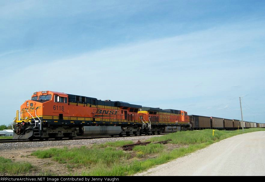 BNSF 6118 and BNSF 5608