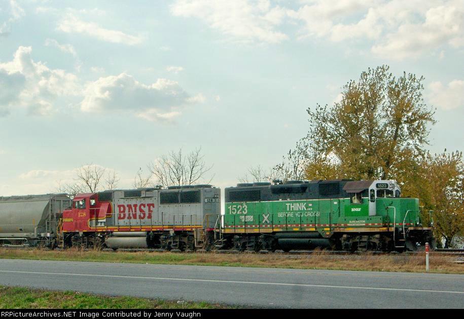 BNSF 128 and BNSF 1523