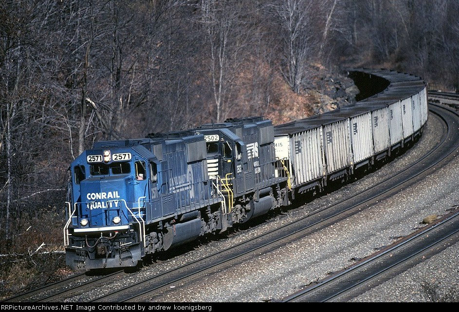 Norfolk Southern EMD SD-70 2571 has empty hoppers westbound
