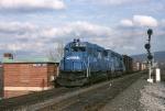 Conrail GP-40-2 3295