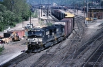 Norfolk Southern C-40-9W 9171 snakes its way eastbound out of Conway yard