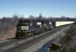 Norfolk Southern C-40-9W 9189 wheels a RoadRailer west