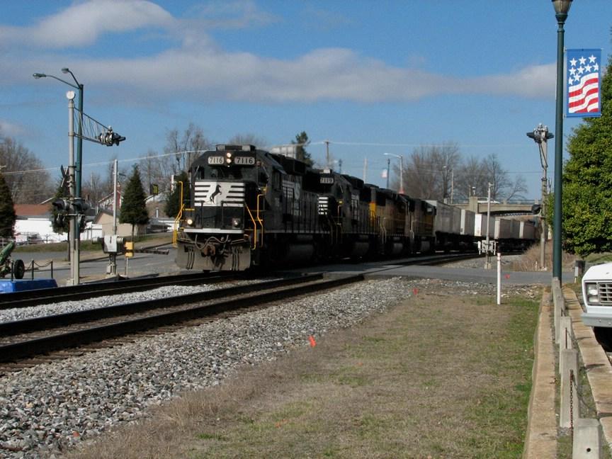 Feb 19, 2006 - Train 213 with 7116 again