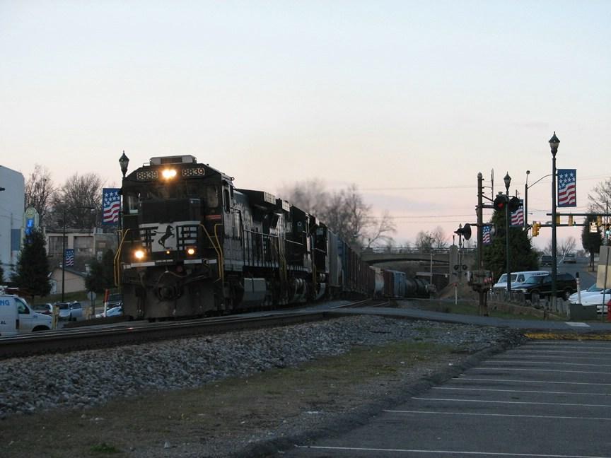 Mar 25, 2006 - NS 8839 leads train 173