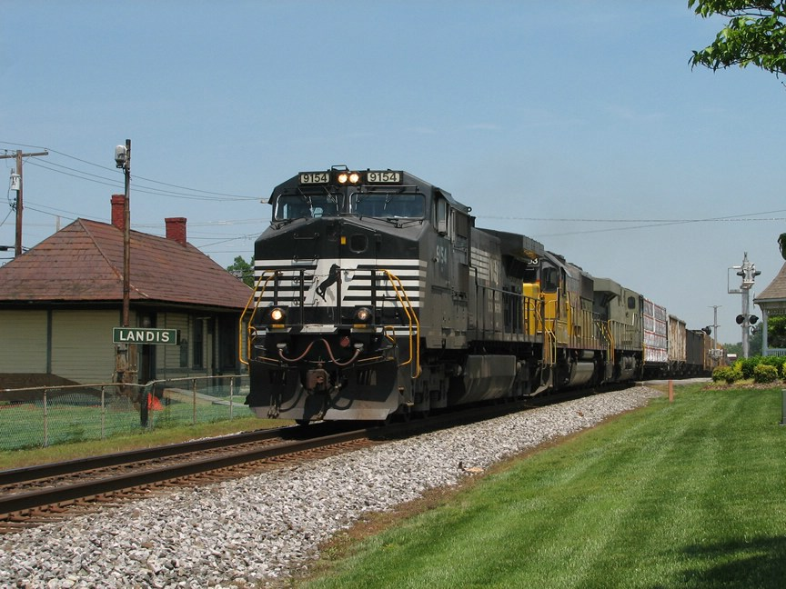 May 6, 2006 - NS 9154 leads train 173