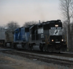 Feb 22, 2006 - NS 7039 leads Train 213
