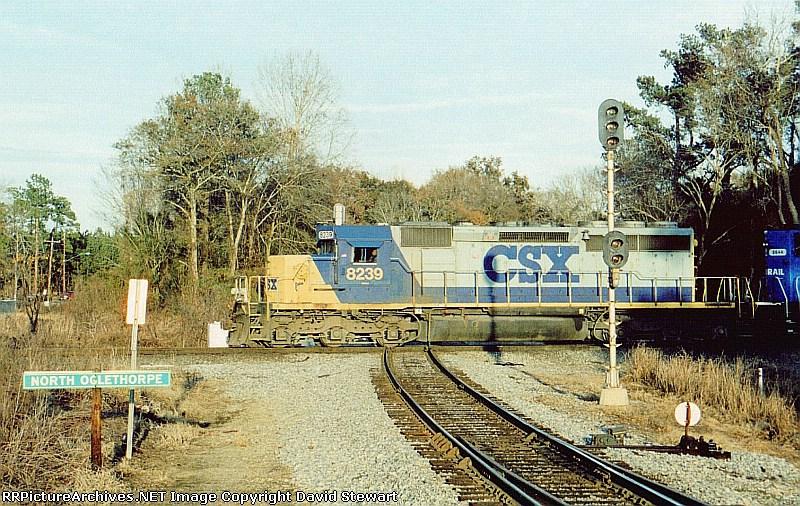 Q592/CSX 8239