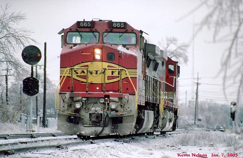ATSF Red And Silver dash 9