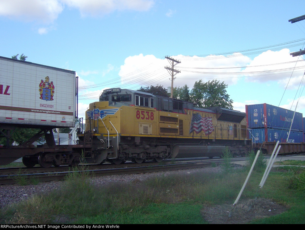 Another ACe serves as mid-train DPU on the EB intermodal