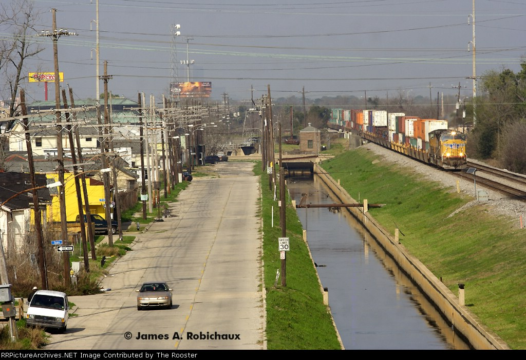 Union Pacifc train ILBNO comes to a stop at Frenchman Street on Norflok Southern's Back Belt trackage