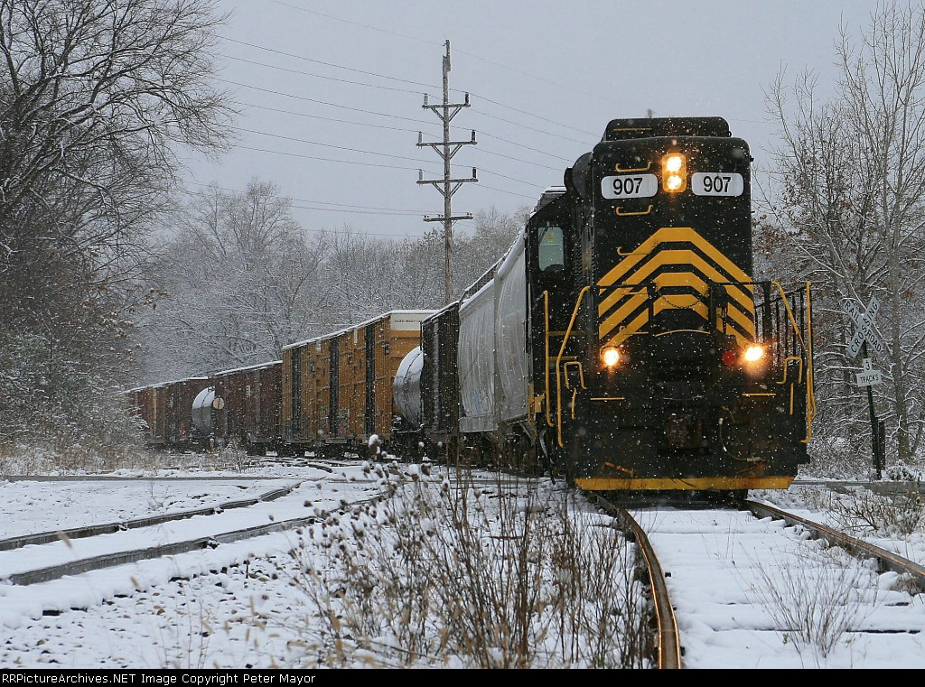 Michigan Southern 907 works the NS interchange in the first snow of winter.