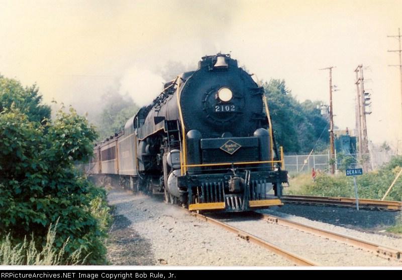 BM&R 2102 hammering the rails!!
